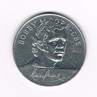 //  TOKEN BOBBY MOORE .CBE   ENGLAND WORLD CUP  SQUAD  MEXICO  1970 ESSO - Pièces écrasées (Elongated Coins)