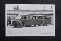FRANCE - Carte Postale Photo - Autocar Avec Un Soldat - L 40996 - Postcards