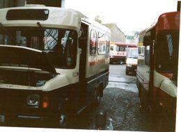35mm ORIGINAL PHOTO BUS UK MINI BUS GARAGE - F160 - Photographs