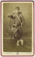 CDV Militaire A. Veillon à Alençon. Guerre De 1870-71. Mobile Avec Paquetage Et Fusil. 11 Sur Le Képi. - Fotos