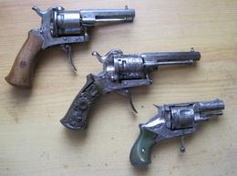 3 Petits Pistolet à Broche Type Lefaucheux, Calibre 7 Mm à Restaurer - Decotatieve Wapens