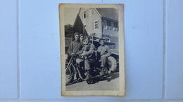 PHOTO ANCIENNE - MILITAIRES SUR UNE MOTO - SOLDATS - CHIEN - DOG - EBINGEN - ALLEMAGNE - Automobile