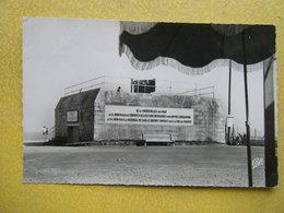 COURSEULLES SUR MER. Le Blockhaus Et La Plaque Commémorative Du Débarquement. - Courseulles-sur-Mer