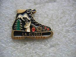 Pin's De La Station Touristique Et Sports D'hiver De LA CLUSAZ - Sports D'hiver