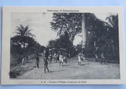 C. P. A. : Benin, Dahomey : Femmes Et Fillettes Transportant Du Sable - Benin