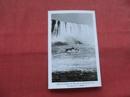 RPPC--    Maid Of The Mist   AT Foot Of Horseshoe Falls     Canada > Ontario >  Niagara Falls---ref    3573 - Ontario