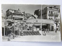 CPSM (85) Vendée - LES SABLES D'OLONNE - La Plage, Le Bar Bagatelle - Sables D'Olonne