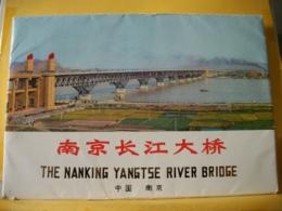 B21 5205 CARNET DE 9 CARTES PHOTO 20 X 14 Cm SUR LE PONT NANJING YANGTZE RIVER - THE NANKING YANGTSE RIVER BRIDGE - China