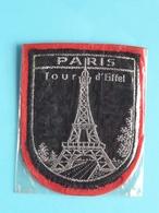 PARIS Tour D'Eiffel : BADGE 7 X 5,5 Cm. () Zie / Voir / See Photo ! - Scudetti In Tela