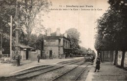 JONCHERY SUR VESLE  ARRIVÉE DU TRAIN A LA GARE INTÉRIEUR DE LA GARE - Jonchery-sur-Vesle