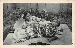 PIE.T.19-9825 : TAHITI. REVERIE. DREAMING. JEUNES FEMMES.  CACHET MILITAIRE MARINE POST OFFICE R.M.S. MAUNGANUI - Tahiti
