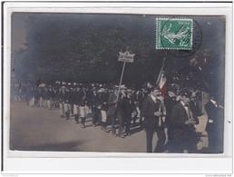 """BESANCON : Carte Photo D'un Défilé Militaire (en 1909 - Couleur) """"""""""""""""les Trompes Bisontines"""""""""""""""" - Très Bon état Général - Besancon"""