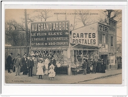 ROBINSON : L'achat Des Cartes Postales Au Grand Arbre Le Plus élevé L'fatiguet Restaurateur, Magasin - Tres Bon Etat - Autres Communes