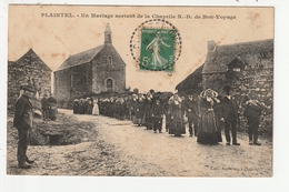 PLAINTEL - UN MARIAGE SORTANT DE LA CHAPELLE N.D. DE BON VOYAGE - 22 - France