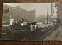 Oude FOTO-KAART Schippersvolk Op Hun Vrachtboten - Koopvaardij