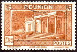 Réunion Obl. N° 141 - Vue -> Musée Léon Dierx à Saint Denis Le 1f25 Brun-jaune - Réunion (1852-1975)
