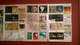 Lot De 440 étiquettes De Boite D'allumette Du Japon 1950-1960 - Collées Sur Papier Fort - Boites D'allumettes - Etiquettes