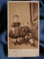 Photo CDV  Charles à Bordeaux  Deux Jeunes Enfants  Habits Avec Du Velours  Sec. Empire  CA 1865 - L459 - Photos