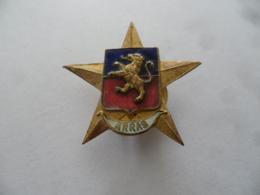 """(Pas De Calais - 62) -  Insigne Type Sabot...."""" ARRAS """"  (Lion Sur étoile 5 Branches)....voir Scans - Obj. 'Souvenir De'"""