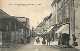 - Dpts Div -ref-AL369- Deux Sèvres - Coulonges Sur L Autize - La Grand Rue - Halle - Halles - Magasins - - Coulonges-sur-l'Autize