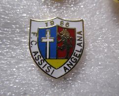 F.C. Assisi Angelana Calcio Umbria Distintivi FootBall Soccer Spilla Pins Italy - Calcio