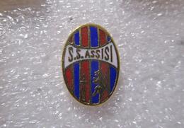 S.S.. Assisi Calcio Umbria Distintivi FootBall Soccer Spilla Pins Italy - Calcio