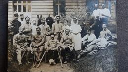 CPA PHOTO GROUPE DE MILITAIRES INFIRMIERES BLESSES HOPITAL D ANGOULEME CHARENTE GUERRE 14 ?   ANIMATION BEAU PLAN - Fotografia