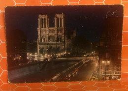 Notre Dame De Paris  Nuit Notte CARTOLINA   Viaggiata 1970 - Notre Dame De Paris