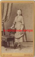 CDV Vers 1880-jeune Fille à La Mode Du Temps-photo Hase à Freiburg Im Breisgau- Allemagne - Photographs