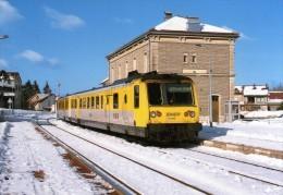 RU CT 23 - Autorail RGP X 2725 En Gare - SAINT-LAURENT - Jura - SNCF - Gares - Avec Trains