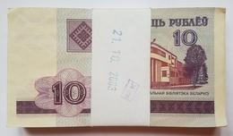 BIELORUSSIE - P.23  - 2000 - LIASSE DE BILLETS DE 10 RUBLES - BATIMENT OFFICIEL - 100 BILLETS ? - Belarus