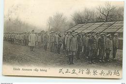 Dans Un Camp De France - Une Compagnie D'Annamites - Linh Annam Sap Hang - Guerre 1914-18