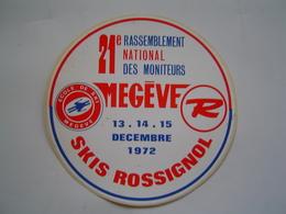 AUTOCOLLANT SPORT Ancien : SKIS ROSSIGNOL / RASSEMBLEMENT MONITEURS MEGEVE 1972 - Autocollants