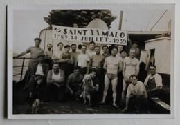 Belle Photo Originale Marins Sur Bateau Saint Malo 1789 14 Juillet 1939 150 Ans Révolution Française - Boten