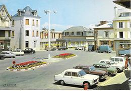 AGON COUTAINVILLE  ( 50 ) - La Place Du Centre   ( C.P.M. , Gd - Ft ) - Francia