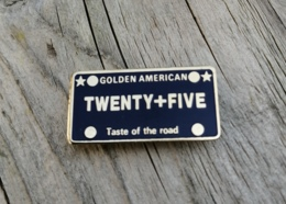 Pin's / Pins / Beau Et Rare / Thème : USA / GOLDEN AMERICAN - TWENTY+FIVE / Taste Of The Road - Pin's