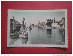 ET/45 LE GRAU DU ROI LE CANAL Colorisée Clocher Bateaux Phare   RECTO VERSO - Le Grau-du-Roi