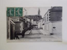 Carte Postale  - BOURBONNE LES BAINS (52) - Le Passage De L'Hôpital Militaire Et L'Eglise (3390) - Bourbonne Les Bains