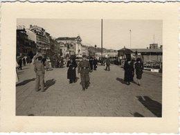 Foto Von Stadt Stadtplatz Platz Mit Passanten Und Soldat Ca 1930 - Leider Unbekannt - Fotografie