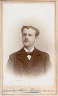 Kabinettfoto CDV Mit Bildnis Mann - Atelier Bavaria München Sendlingerstraße 1899 - Antiche (ante 1900)