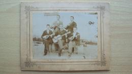 FOTO CARTONATA GRUPPO MUSICISTI SUONATORI MANDOLINO E CHITARRA FINE 800  PRIMI ANNI 900 - Altri
