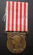 Médaille Signée Morlon: La Grande Guerre, Voir Photo ! - 1914-18