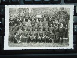 Cpa Photo Soldats Et Leurs Officiers à La Pose. Souvenir De Le Bugue  - Dordogne - - Kazerne