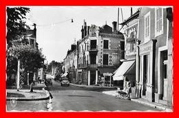CPSM/pf  (45) BRIARE.  Rue De La Liberté, Animé, Boulangerie, Poussette, 2CV...J593 - Briare