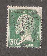 Perforé/perfin/lochung France No 174 V.O.C Vacuum Oil Company (40) - Perforés