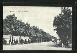 Cartolina Faenza, Blick In Die Viale Stazione - Faenza