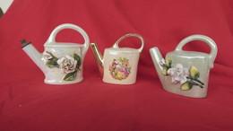 3 Anciens Flacons En Porcelaine En Forme D'arrosoir,fabrication Vintage France - Bottles (empty)