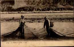 LA PECHE A LA SEINE....CPA ANIMEE - Fishing