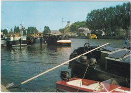 08. Gf. GIVET. Les Péniches à L'Amarrage Sur La Meuse. 598 - Givet