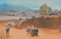 Guerre Du Viet-Nam - Resupplying Highland Installation (réapprovisionnement, Hélicoptère, Jeep) Carte Non Circulée - Altre Guerre